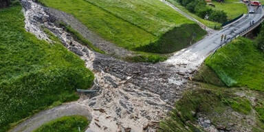 Unwetter: Mure verlegt ganze Straße