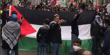 Polizei alarmiert: Hunderte bei Anti-Israel-Demo auf Wiener MaHü