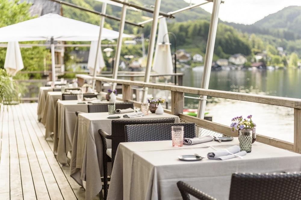 Seehotel Das Traunsee - ADV - Salzkammergut - Terrasse mit Traunseeblick, Restaurant Bootshaus im Seehotel