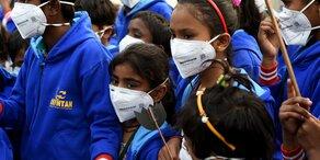 Schüler demonstrierten wegen Smog in Indien
