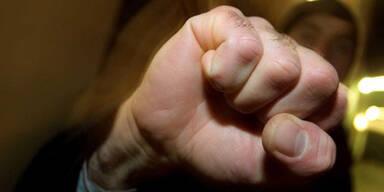Unbekannter attackiert Straßenbahn-Fahrerin