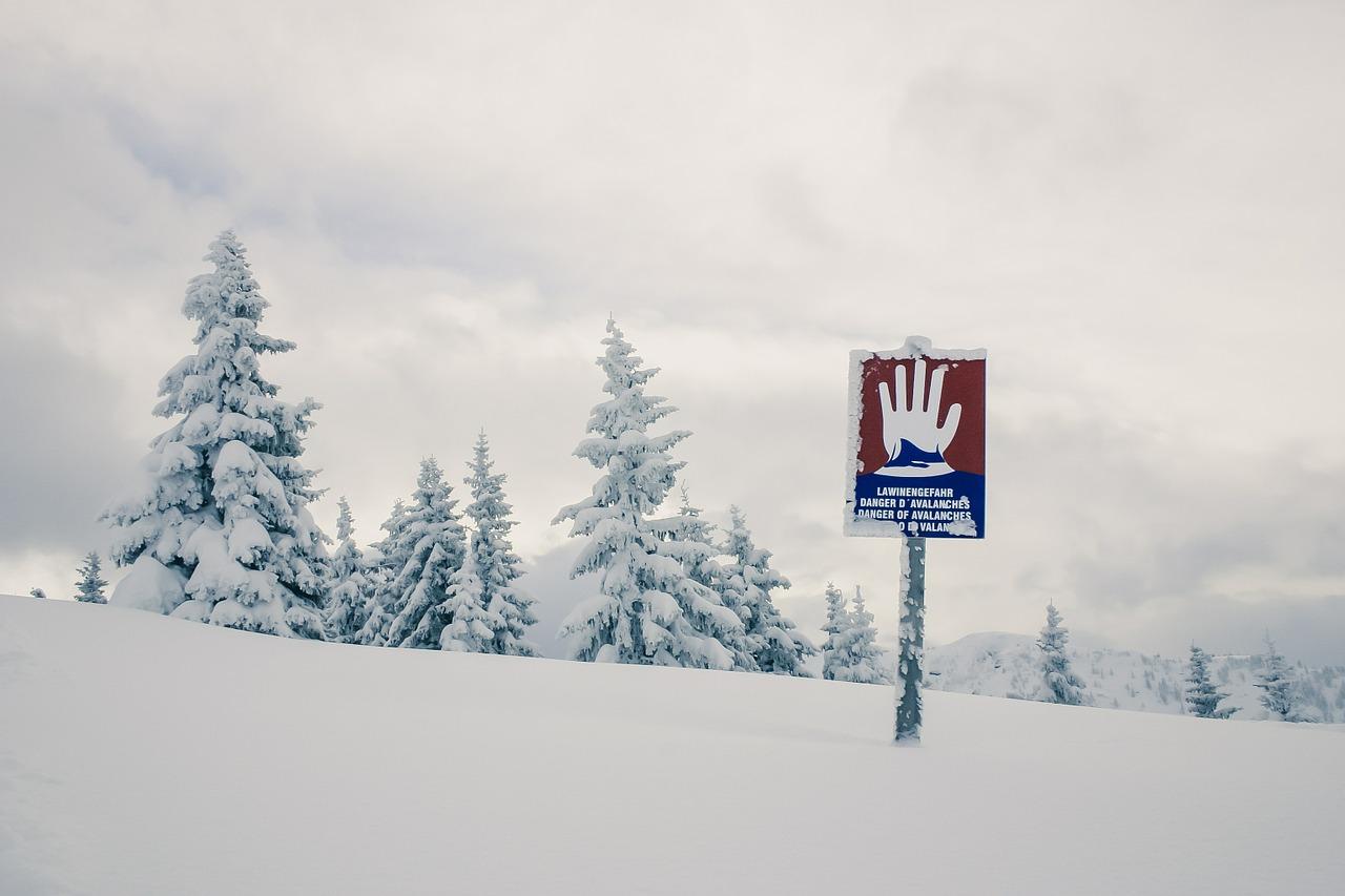 Schnee-Lawinengefahr