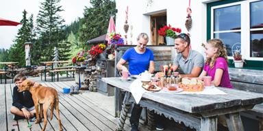 Seefeld - Tirol-CH - ADV - SL 2 - Hütteneinkehr mit Familie - 610px