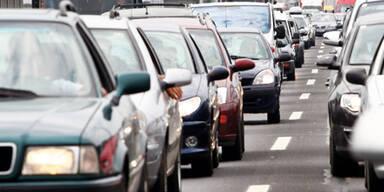 Stau   S1 nach Unfall im Tunnel Vösendorf gesperrt