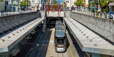 Bim in Linz entgleist: Eine Verletzte