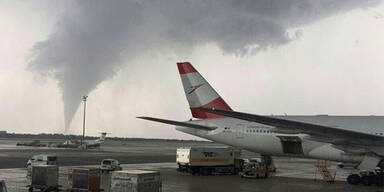 Tornado Flughafen Wien Schwechat 10. Juli 2017 AUA Flugzeug