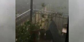 Videos zeigen: Mega-Sturm bläst übers Land