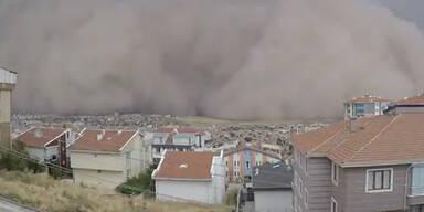 Irre Bilder: Heftiger Sandsturm sorgt für Chaos in Ankara
