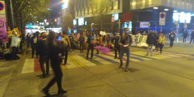 Klima-''Rebellen'' sorgen mit Blockade für Verkehrs-Chaos in Wien