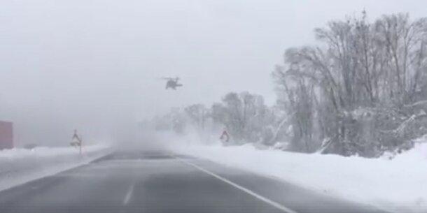 Video: Spektakuläre Schneeräumung auf der A12