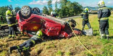 Pkw-Lenker stirbt nach Crash mit Zug in der Steiermark