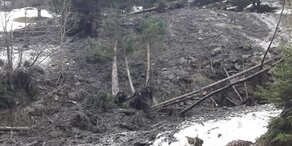 Mure traf Wohnhäuser: Verschütteter lebend geborgen