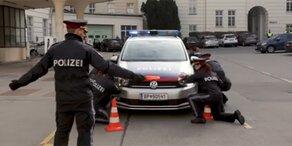 Kickl-Polizei fährt im Winter ohne Felgen