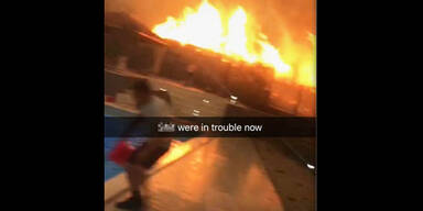 Touristen Waldbrände eingeschlossen