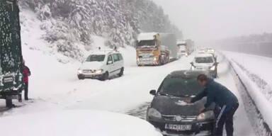 A21 Stau Schnee Chaos