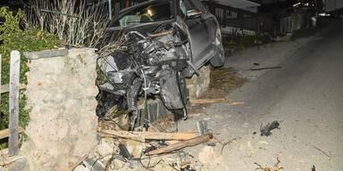 Fahndung: Unfall-Lenker ließ verletzten Beifahrer einfach zurück