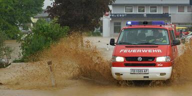 Umgestürzte Bäume und Überflutungen: Feuerwehr in Dauereinsatz