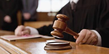 Wiederbetätigung: Bedingte Haft für Neonazi-Paar im Burgenland