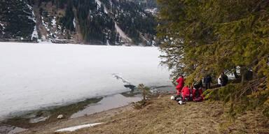 Tannheim Langläufer in Eis eingebrochen
