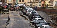 Riesen-Loch verschluckt 20 Autos
