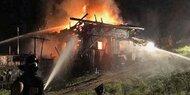 Blitzschlag verursacht Almhütten-Brand