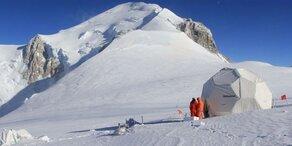 Forscher lagern Gletscher-Eis am Südpol