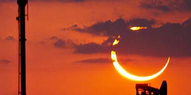 Spektakuläre Sonnenfinsternis in Asien & USA
