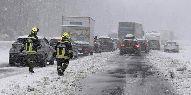 Schnee-Chaos: Heftige Kritik an der Asfinag