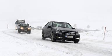 auto_schneefahrbahn_winter_.jpg