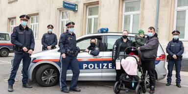Polizisten als Geburtshelfer: Mädchen kam in Auto zur Welt