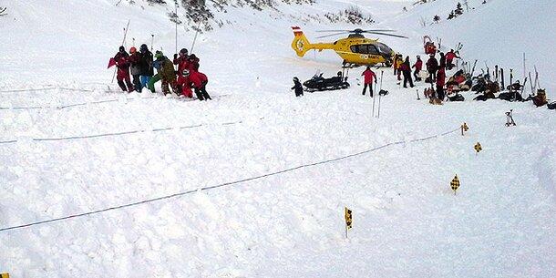 Skifahrer bricht auf Piste tot zusammen