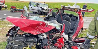 Lenker krachte in Auto von Familie: 1 Toter, 2 Verletzte