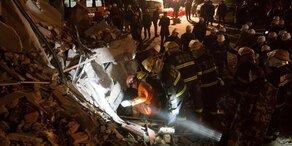 Erdrutsch: Hotel unter Geröll begraben