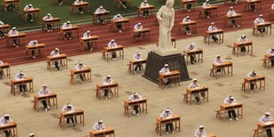 Chinesische Krankenschwestern bei ihrem Examen