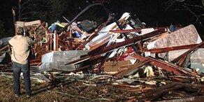 Tote und Verwüstung nach Tornados