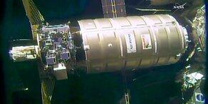 Privater Raumfrachter dockt an ISS an