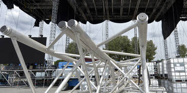 Aufbauarbeiten zum Donauinselfest 2014
