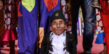 Chandra Bahadur Dangi, der kleinste Mann der Welt, geht mit einem Zirkus auf Tournee