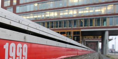 Pegelhöchststand der Sturmflut von 1999 im Hamburger Hafen