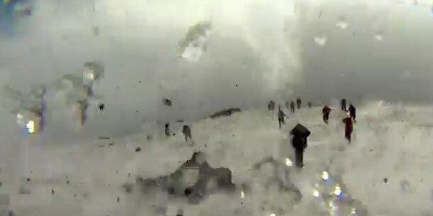BBC-Crew filmt Ätna-Ausbruch aus nächster Nähe