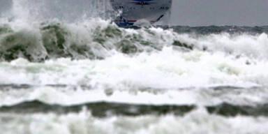 Meterhohe Wellen vor Rostock