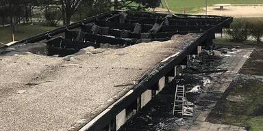 Feuerteufel fackelten Freibad in der Großfeldsiedlung ab