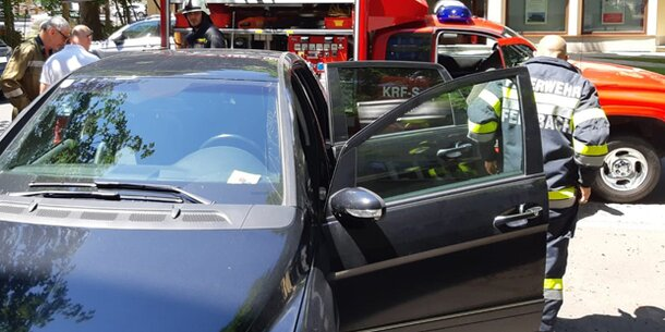 Feuerwehr musste Kleinkind aus Hitze-Auto befreien