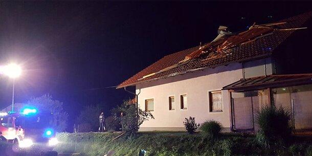 Unwetter: Sturm reißt gesamtes Dach weg