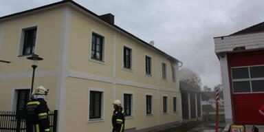 Mann springt bei Wohnhaus-Brand aus Fenster