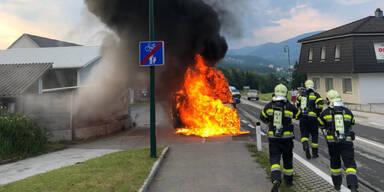 Rettungs-Auto ging in Flammen auf