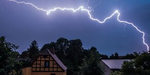 Blitze: 1 Toter, 40 Verletzte in Europa