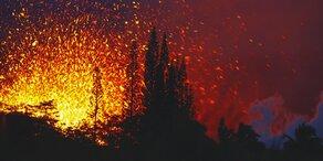 Vulkan auf Hawaii bricht aus