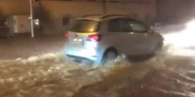 Unwetter in Graz setzte Straßen und Keller unter Wasser