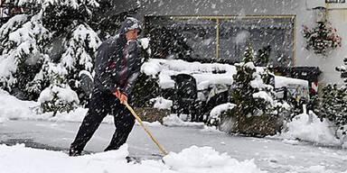 Schneeschaufeln in Gries am Brenner
